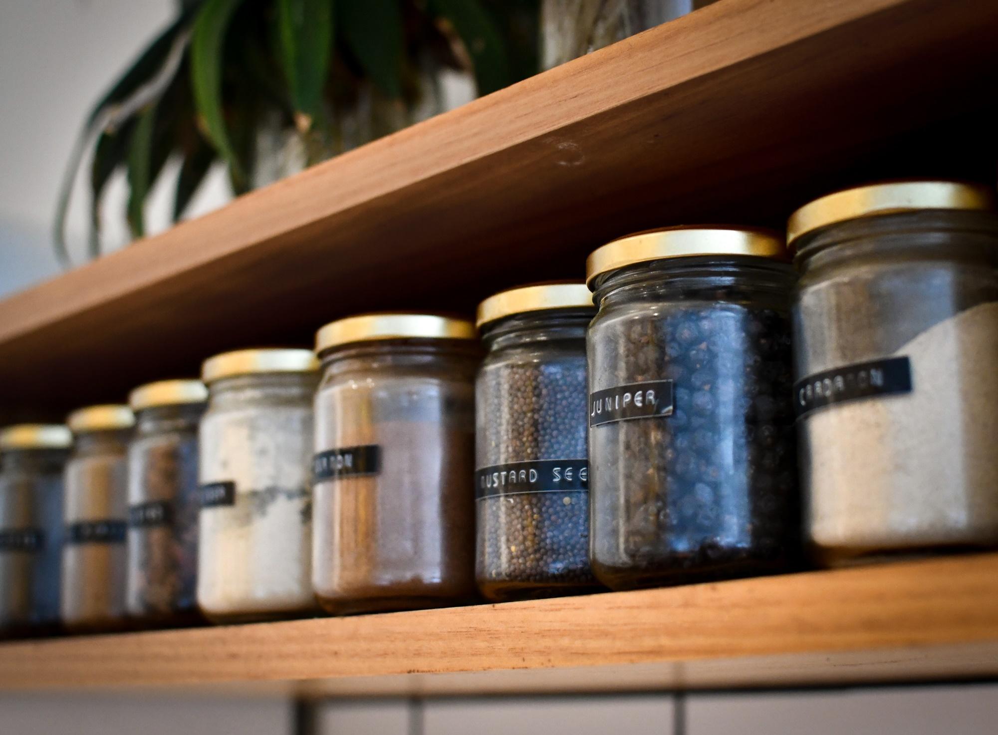 キッチンきれいにまとまってる?低コストで始める調味料の収納方法!